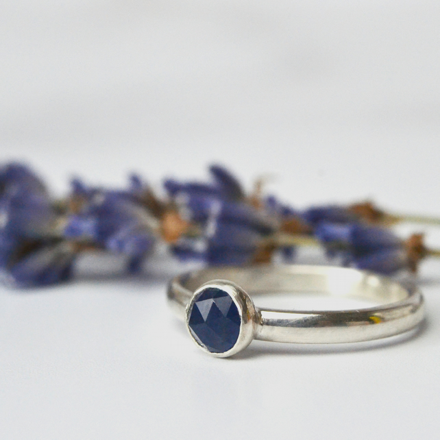 Sapphire sterling silver ring - rose cut