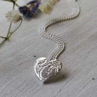 Textured heart pendant necklace