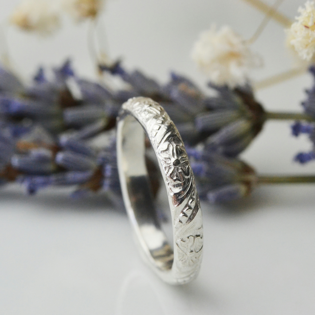 Flora - sterling silver ring with flower design on band