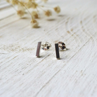 Simple bar earrings