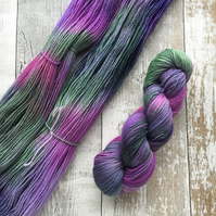 Hand dyed knitting yarn 4 ply Polwarth Thistle100g