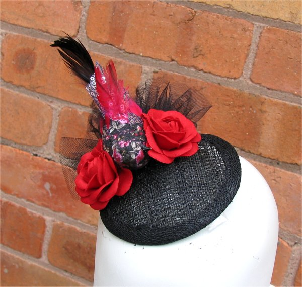 Bird fascinator in red and black