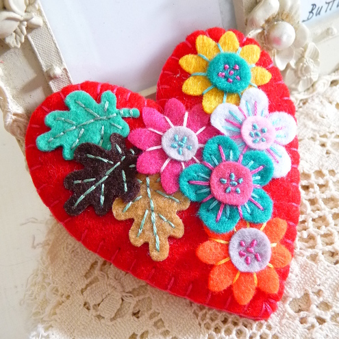 FY091-002 - JAPANESE ART INSPIRED HEART SHAPE FELT BROOCH - red