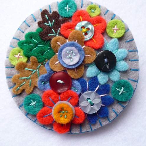 FB-029 - JAPANESE ART INSPIRED HANDMADE FELT BROOCH - GREY