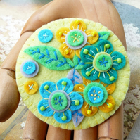 JAPANESE ART INSPIRED HANDMADE FELT BROOCH- LEMON