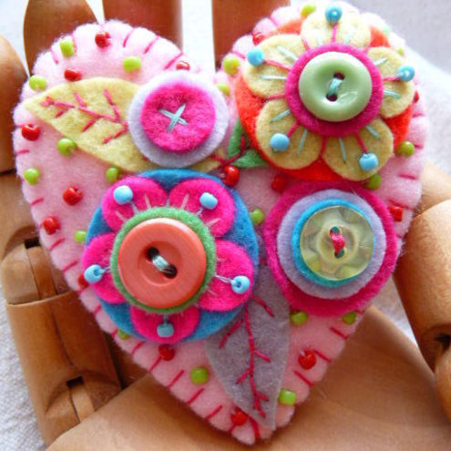 JAPANESE ART INSPIRED HEART SHAPE FELT BROOCH - BABY PINK