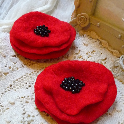 FY032 - A PAIR OF RED POPPY HAIR CLIPS
