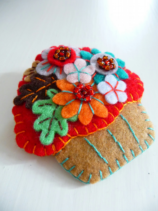 FB059 - Time For Tea and Enjoy An Irresistible Mini Cupcake Brooch - Red