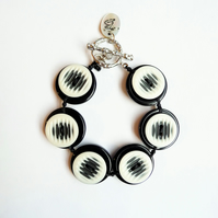 ON SALE - FY-011 Black and White Button Adjustable Bracelet