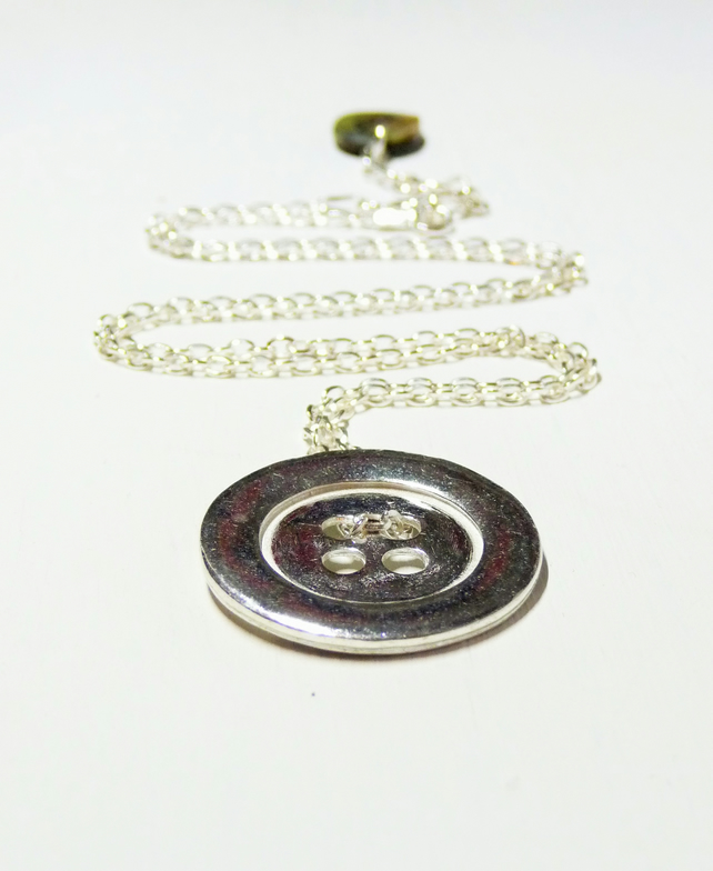 Free shipping worldwide - Gifts for her - sterling Silver Button Design Necklace