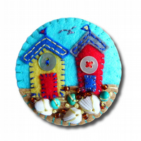 FB085 Beside The Seaside Theme - Beach Hut Handmade Felt Brooch