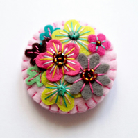 Japanese Art Inspired Handmade Mini Felt Brooch - Baby Pink