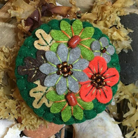 Autumn leaves - Japanese Art Inspired Handmade Mini Felt Brooch - bottle green