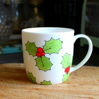 Holly and Berry half pint mug