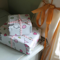 Woodlice in love gift wrap pack
