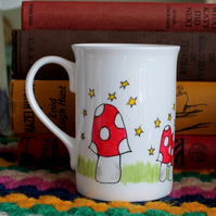Spotted toadstool mug red and white spotty mushroom mug