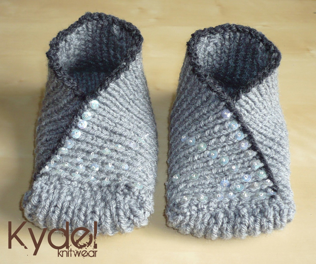 Knitting Pattern For Christmas Slippers : Slippers Socks Kimono Hand Knit Grey Green Wome... - Folksy