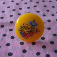 Vintage Style Yellow Flower Cabochon Ring