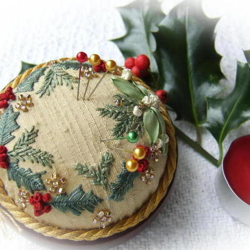Holly and Mistletoe Gold Jewel pincushion kit