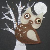 Au Lait the Owl Felt Brooch