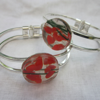 Handmade fused glass bangle - abstract poppy
