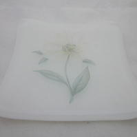 Handmade  fused glass trinket bowl or soap dish - white with daisy