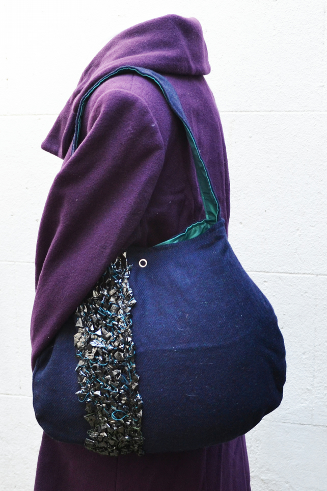 Oval large bag, with knitted tape