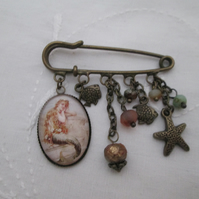 Kilt pin brooch - green mermaid