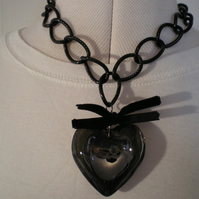 BOLD BLACK HEART NECKLACE