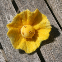 Sunshine flower brooch