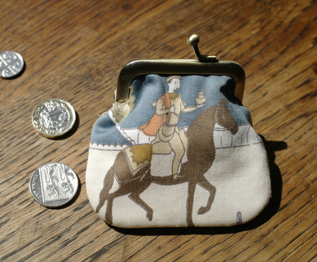 Gilly - Vintage Fabric Teeny Tiny Clasp Frame Coin Purse