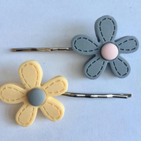 Resin Daisy pair of hair grips grey yellow pink blue navy