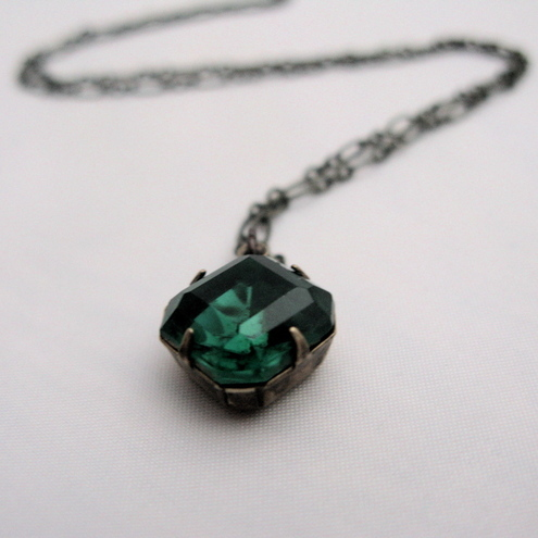 Retro Emerald Glass Pendant Necklace
