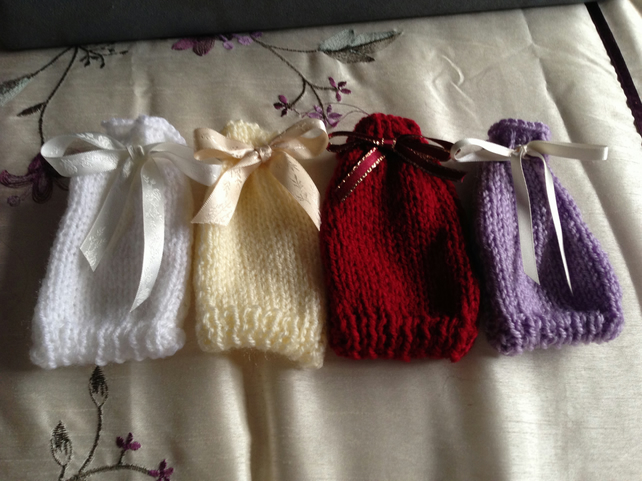 Knitted Wedding Gifts: Custom Hand Knitted Wedding Favour Bags