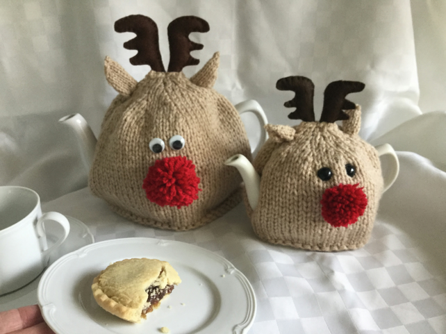 Red Nose Reindeer tea cosy. 2 sizes. KNITTING PATTERN PDF. Charity