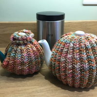 Traditional  tea cosy knitting pattern. 2 sizes included PDF file. Charity