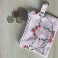 Vintage embroidery zipped coin purse.