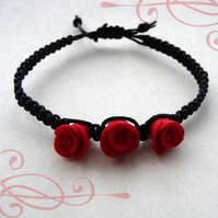 Gorgeous handmade Vampire twilight true blood fright night red rose macrame bracelet
