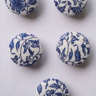 5 Cornflower Blue Floral Design Fabric Covered 23mm Metal Buttons