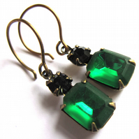 Vintage Style Earrings Emerald Green Glass
