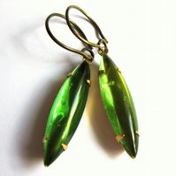 Emerald Green Glass Earrings Vintage Style Claw Set Retro Jewellery