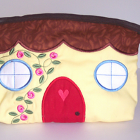 Make-up Bag - Little Cottage