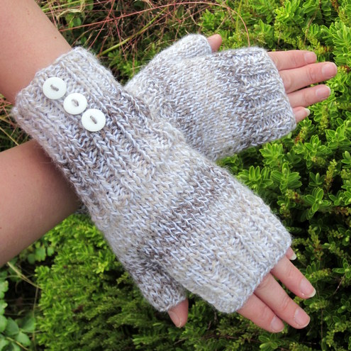 'Biscuit' fingerless gloves