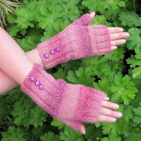 'Rhubarb' fingerless gloves