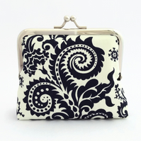 Monochrome foliage purse