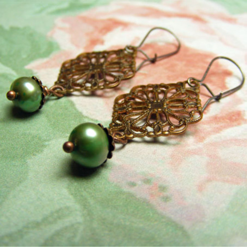 Damozel earrings - Brass and pearl filigree vintage earrings