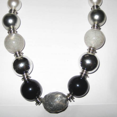 CHUNKY beaded necklace, silver, white, grey and black