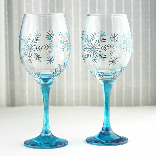 Hand painted wine glasses snowflake design we folksy for Hand painted wine glass christmas designs