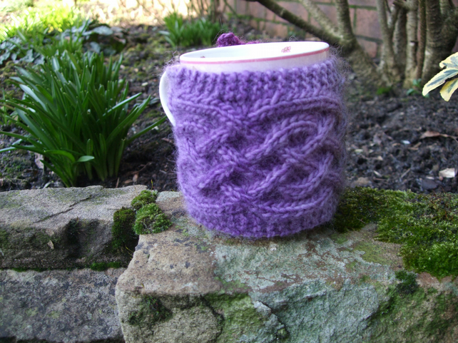 MUG COZY HAND KNITTED IN  CELTIC TWIST CABLE PATTERN