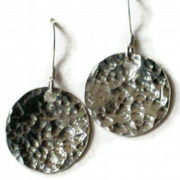 Hammer textured dangle discs